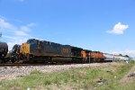 CSX 3269 leads a BNSF manifest WB on the UP Houston Sub