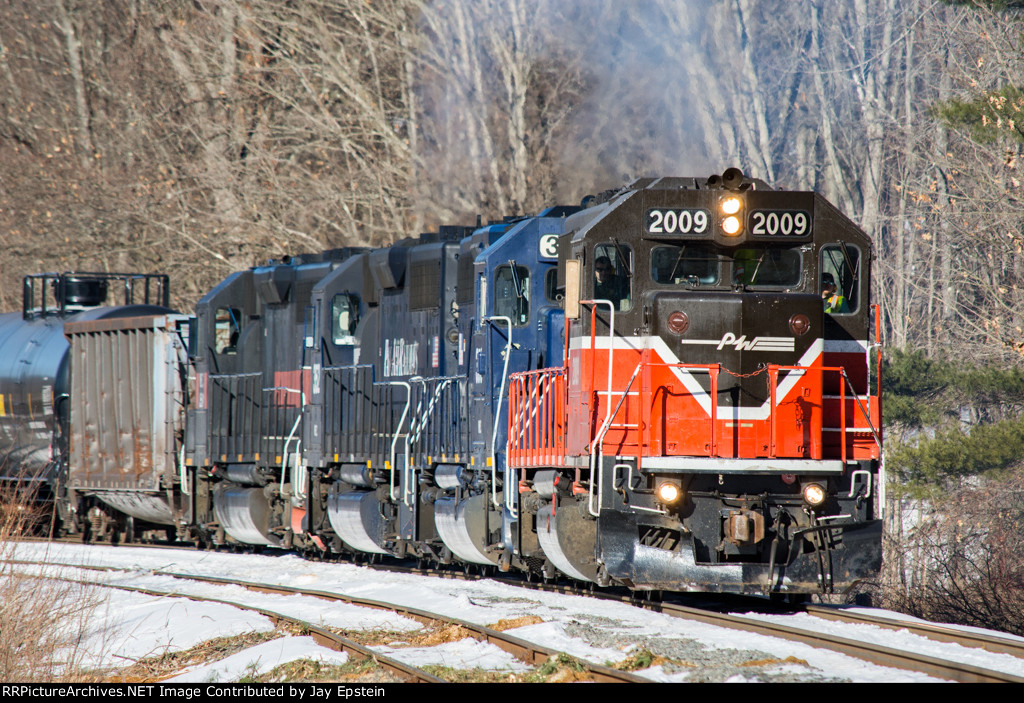 EDPL smokes it up as it enters the Connecticut River Line