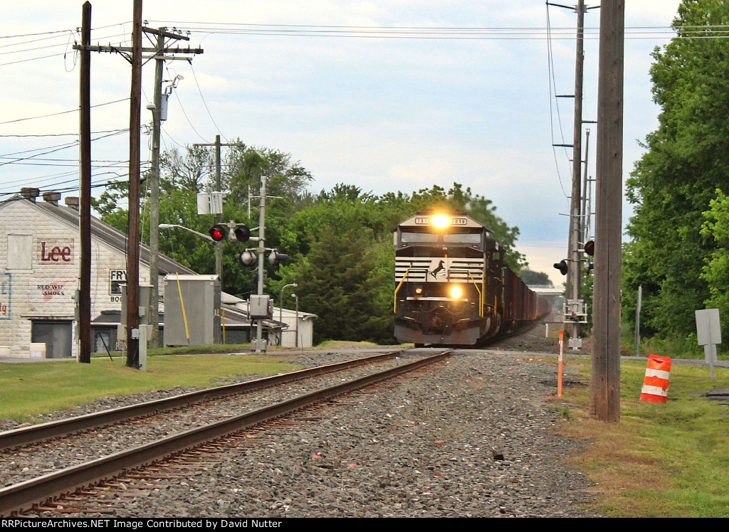 DCR-1/NS 62W (loaded stone) southbound train