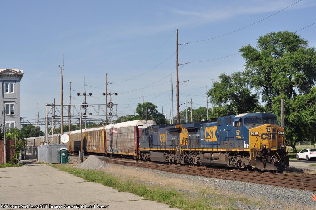 CSXT 571 On CSX Q 261 Southbound