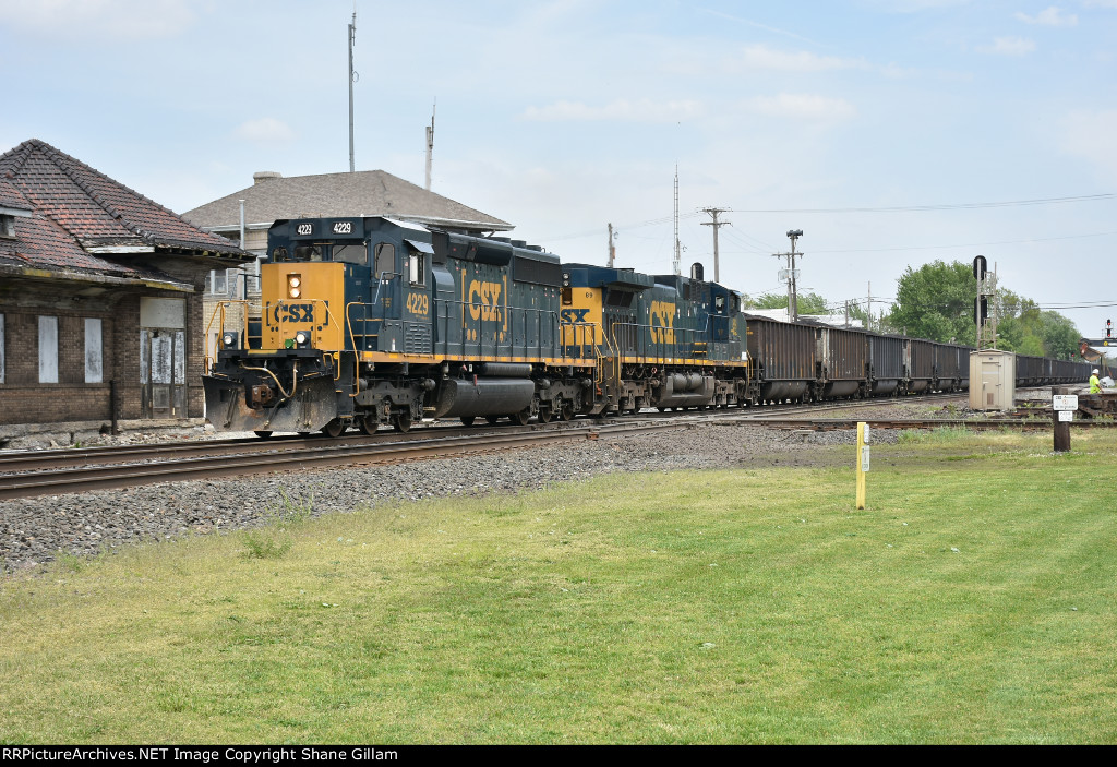 CSX 4229 Races a coal load through Deshler Oh.