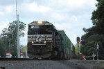 NS 295 With SD70M-2 Leader