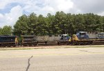 CSX 609 passes as 289 waits for green