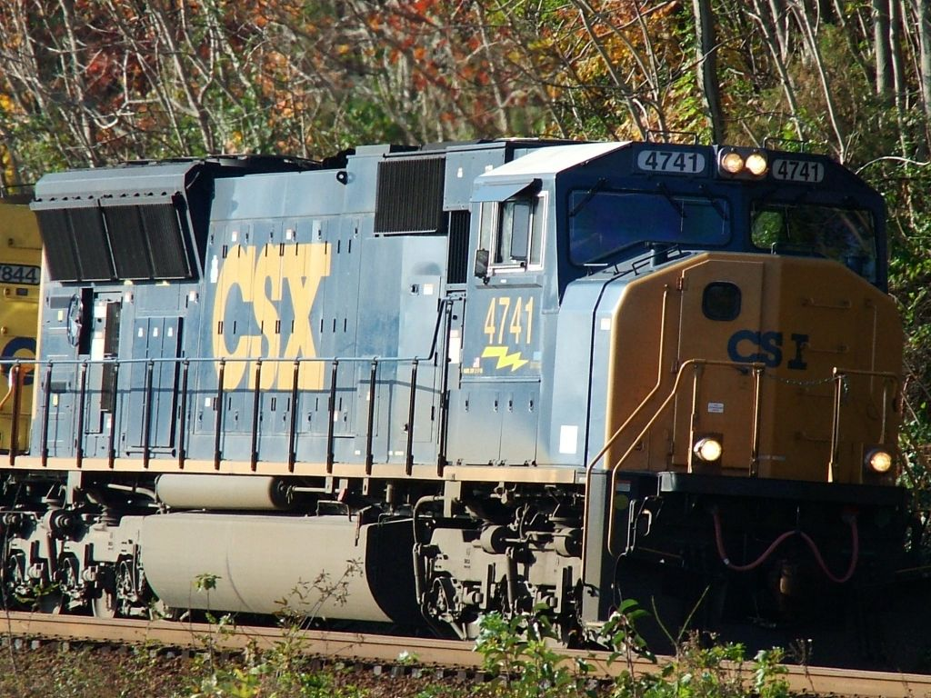 CSX 4741 heading north with manifest freight