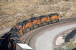 BNSF4096, BNSF4937, BNSF5148, BNSF4005, BNSF4275, BNSF3844, BNSF6810 and BNSF8077 starting down the slope