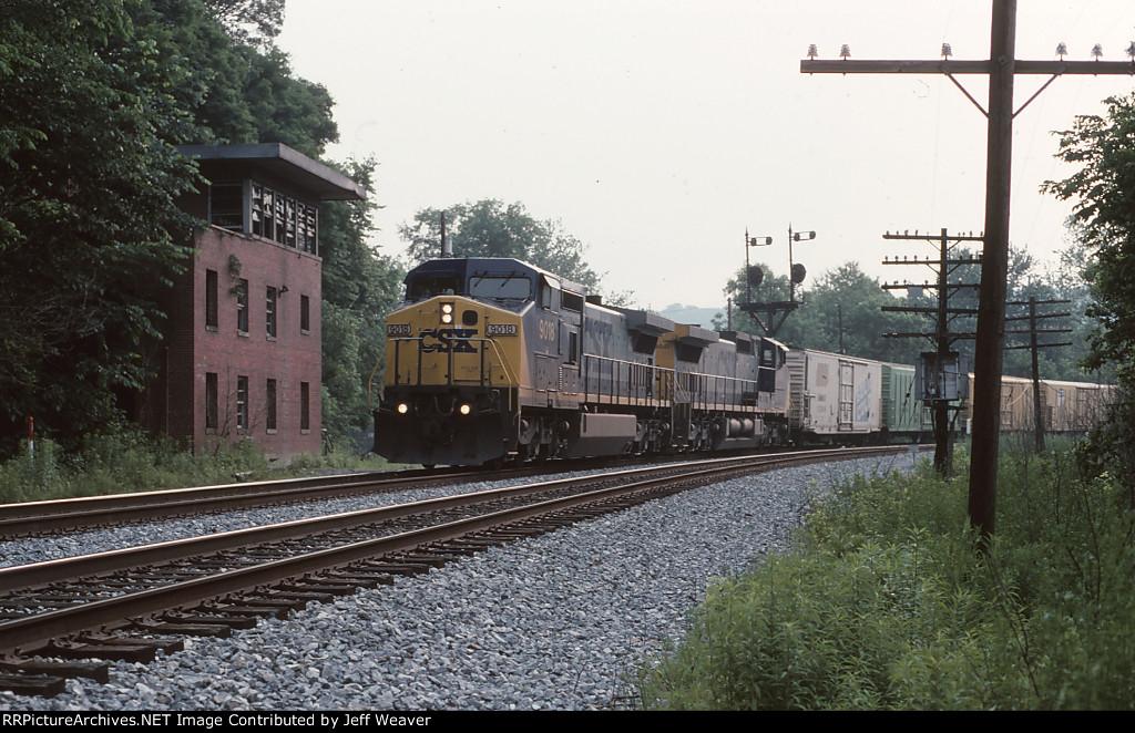 CSXT 9018 & 9041 on Q136