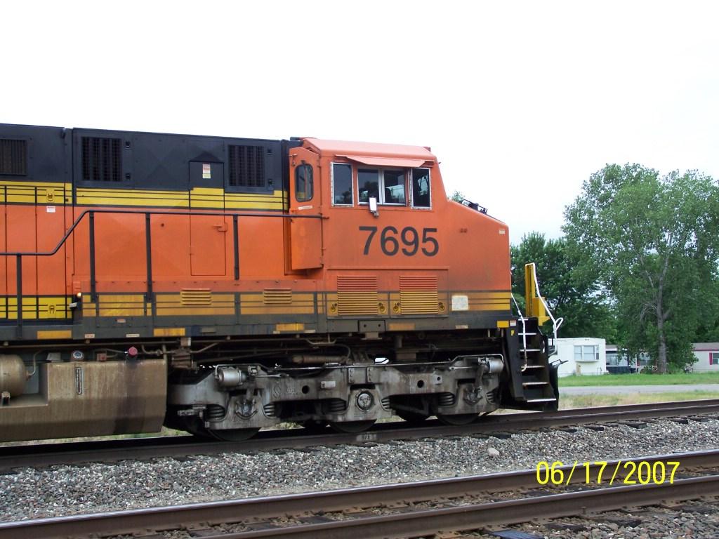 BNSF ES44DC 7695