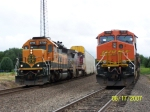 BNSF ES44DC 7695 & BNSF SD40-2 6799