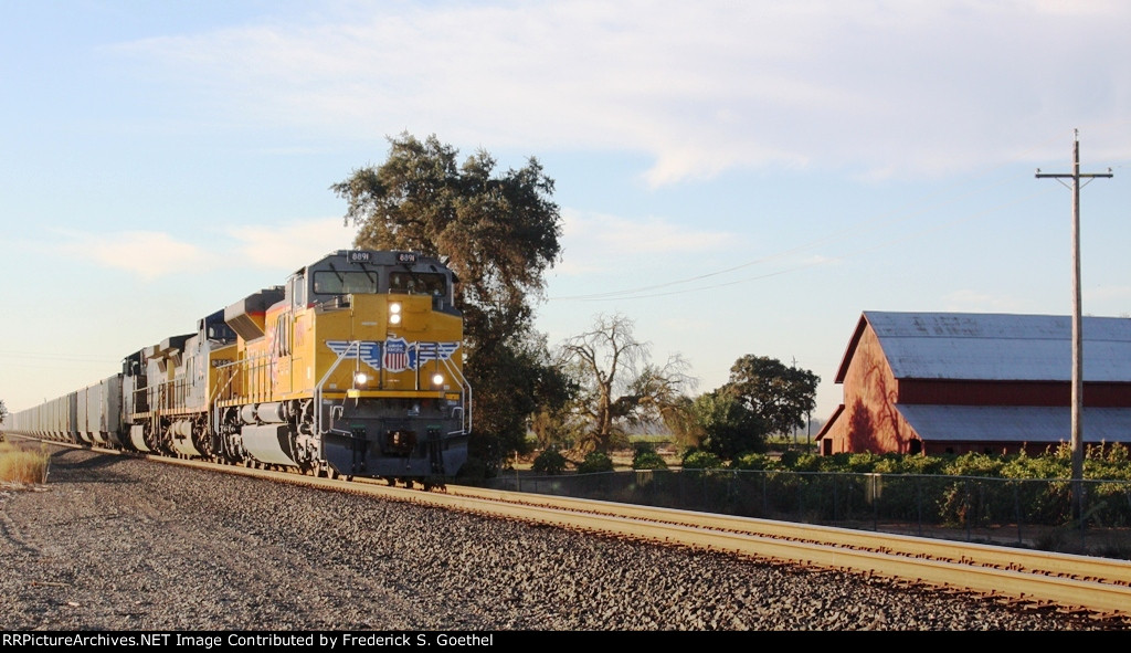UP 8891leads an empty unit coal train northbound
