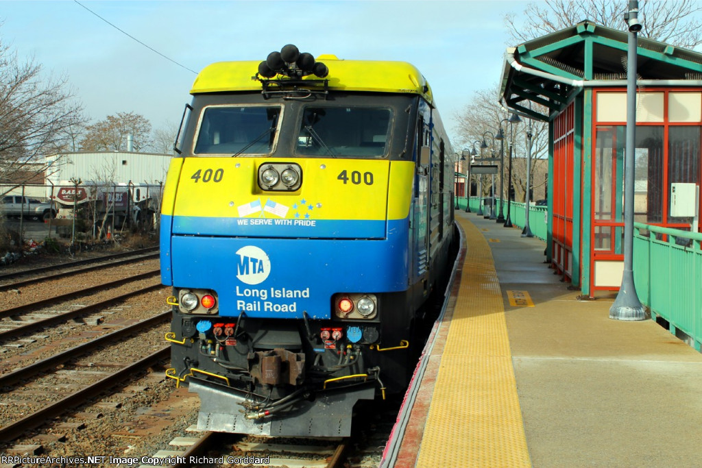 LIRR 400 on the est end of the train