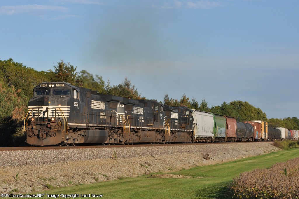 NS 8902 On NS 123 Westbound