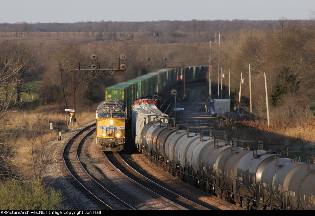 UP 8114 leads the ZCIG4 through West Baring