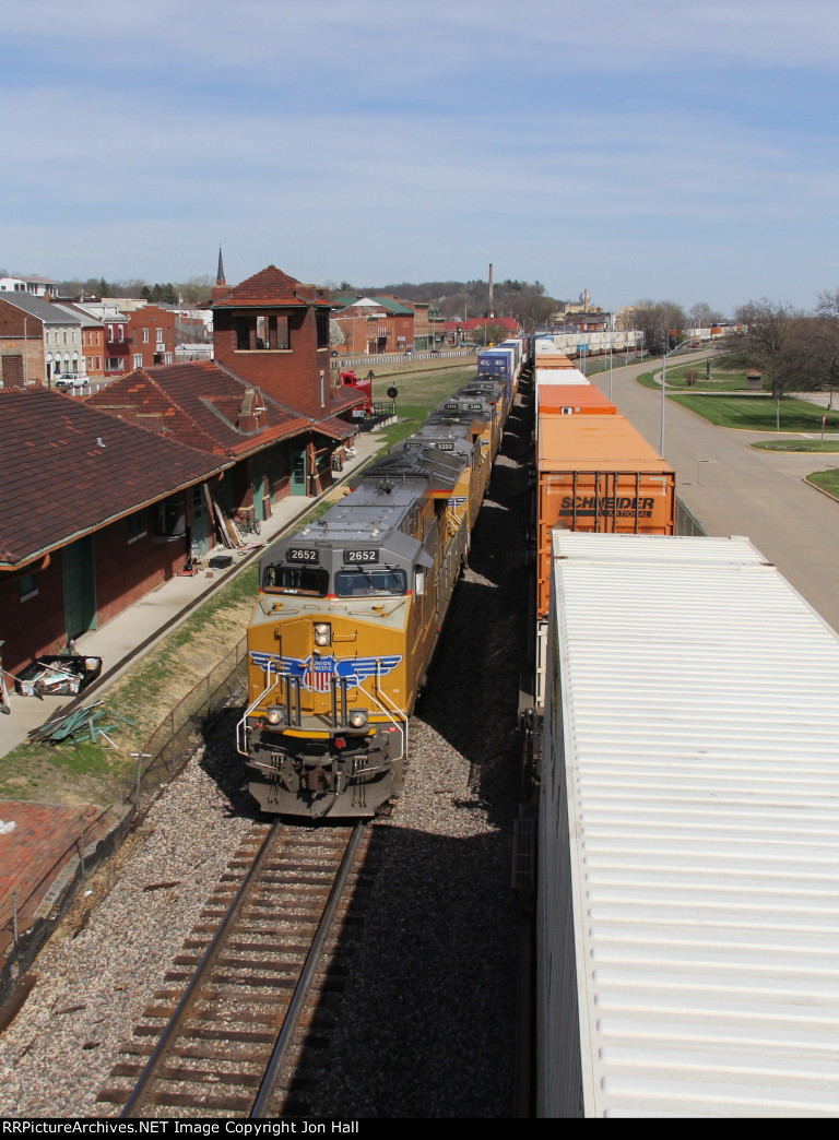 After crossing the Mississippi River, UP 2652 leads the ZG4CI through Fort Madison