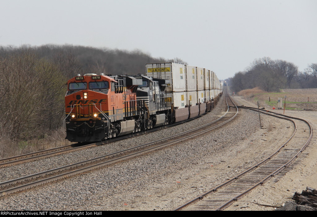 After meeting an eastbound in the distance, Q-NYCLAC6 rolls west