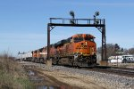 BNSF 7044 flies through the Edelstein signals leading the Z-SBDWSP9