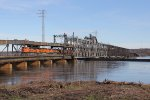 Next across the river, BNSF 9133 leads H-NTWKCK1 into Iowa