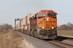 BNSF 7923 leads S-LPCLBE6 west out of Fort Madison on the Marceline Sub