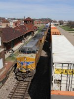 Four UP GE's roll past the old Santa Fe station on trackage rights with the ZG4CI