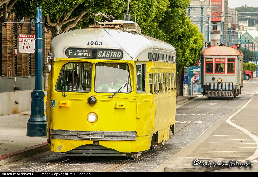 MUNI 1063 | Streamliner PCC Streetcar | MUNI F Line