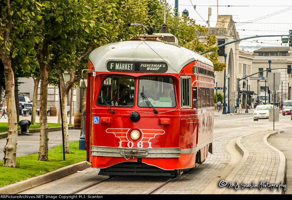 MUNI 1061 | Streamliner PCC Streetcar | MUNI F Line