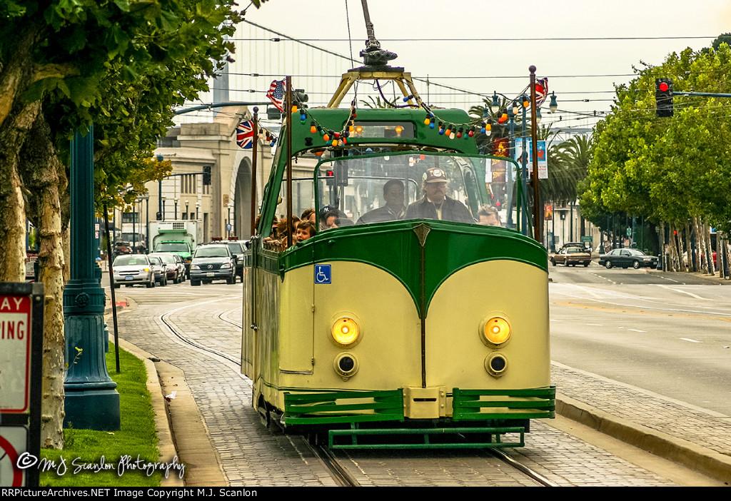 MUNI 228 | Boat Tram | MUNI F Line