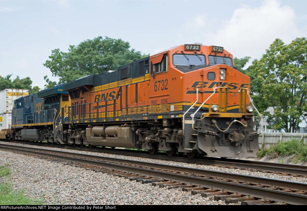 BNSF6732 and CSX3402 at Peck Park