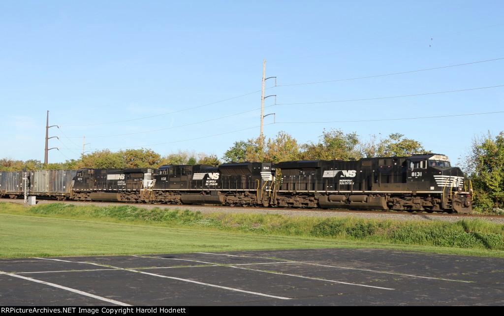 NS 8131 leads train 62V eastbound