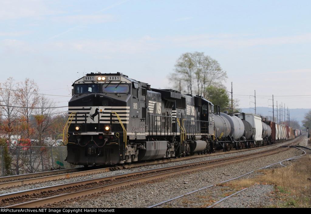 NS 9051 leads train 38G