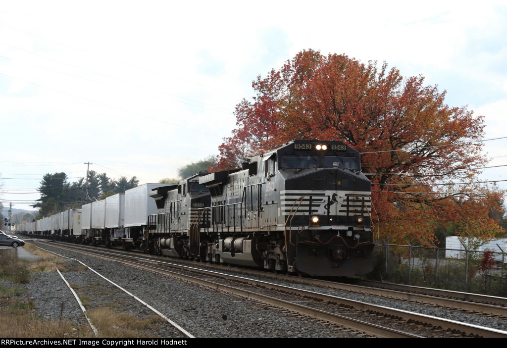 NS 9543 leads train 20K eastbound on track 1