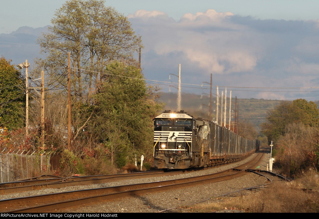 NS 7015 leads train 63V westbound