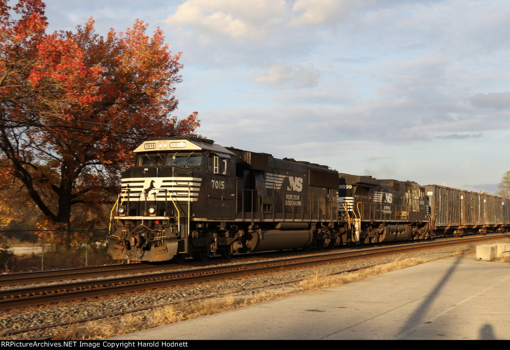 NS 7015 & 9899 leads train 63V westbound