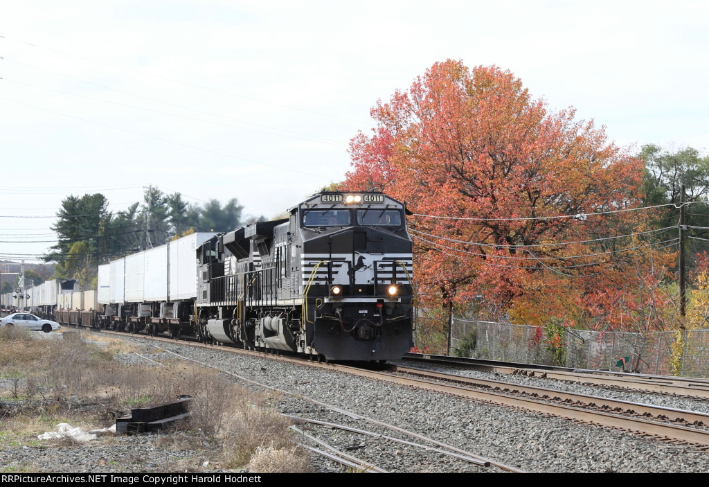 NS 4011 leads train 20K eastbound