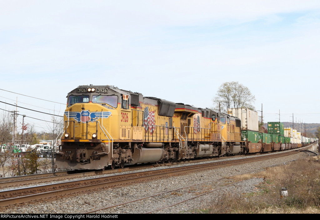 UP 3926, 7660, & 4029 lead NS train 211