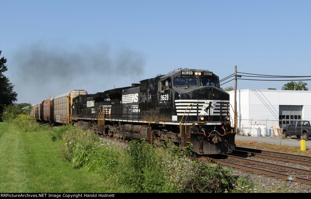 NS 9629 leads train 18N eastbound