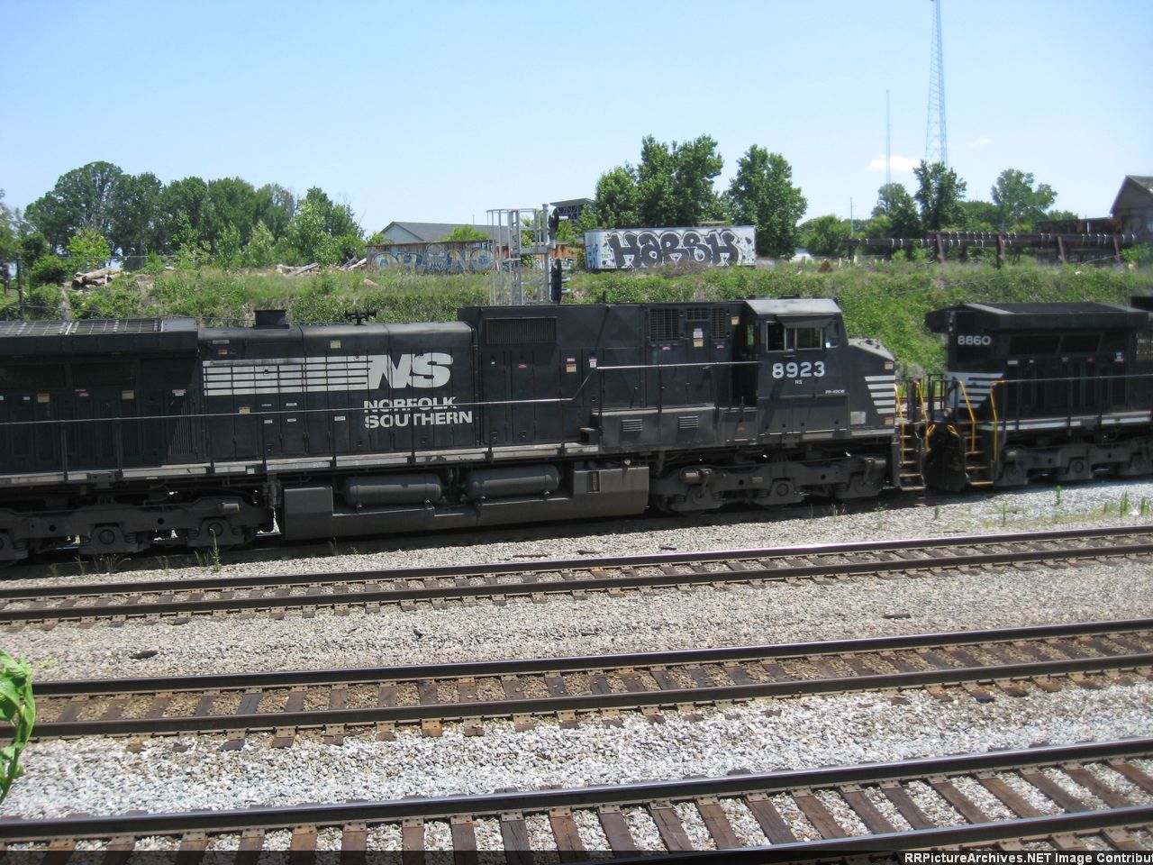 NS 8923