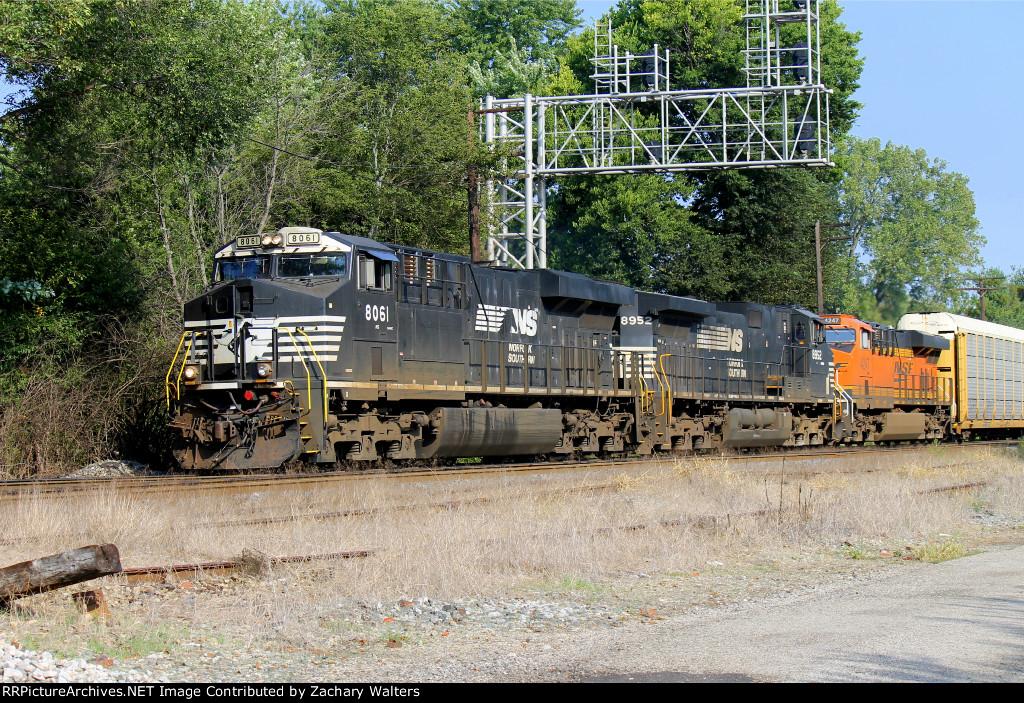 NS 8061 8952 BNSF 4247