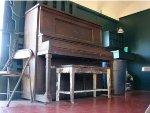 Piano inside RDG 408