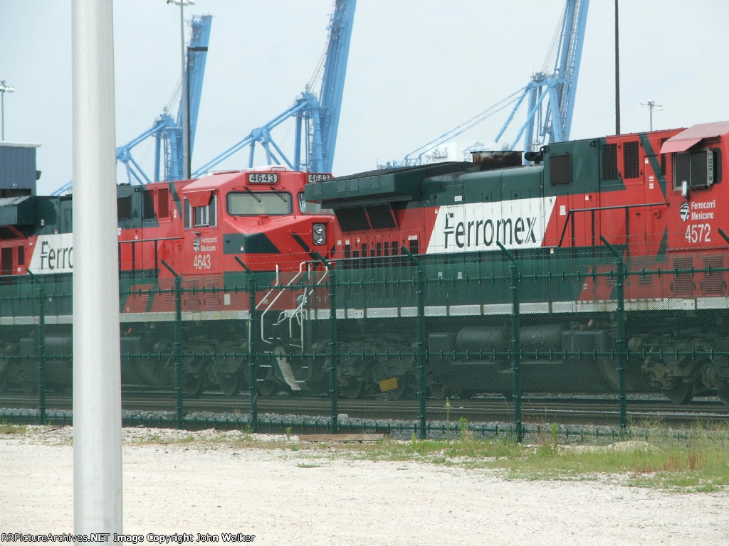 Heavy activity on the NOPB tracks at the Port of New Orleans along Tchoupitoulas Street