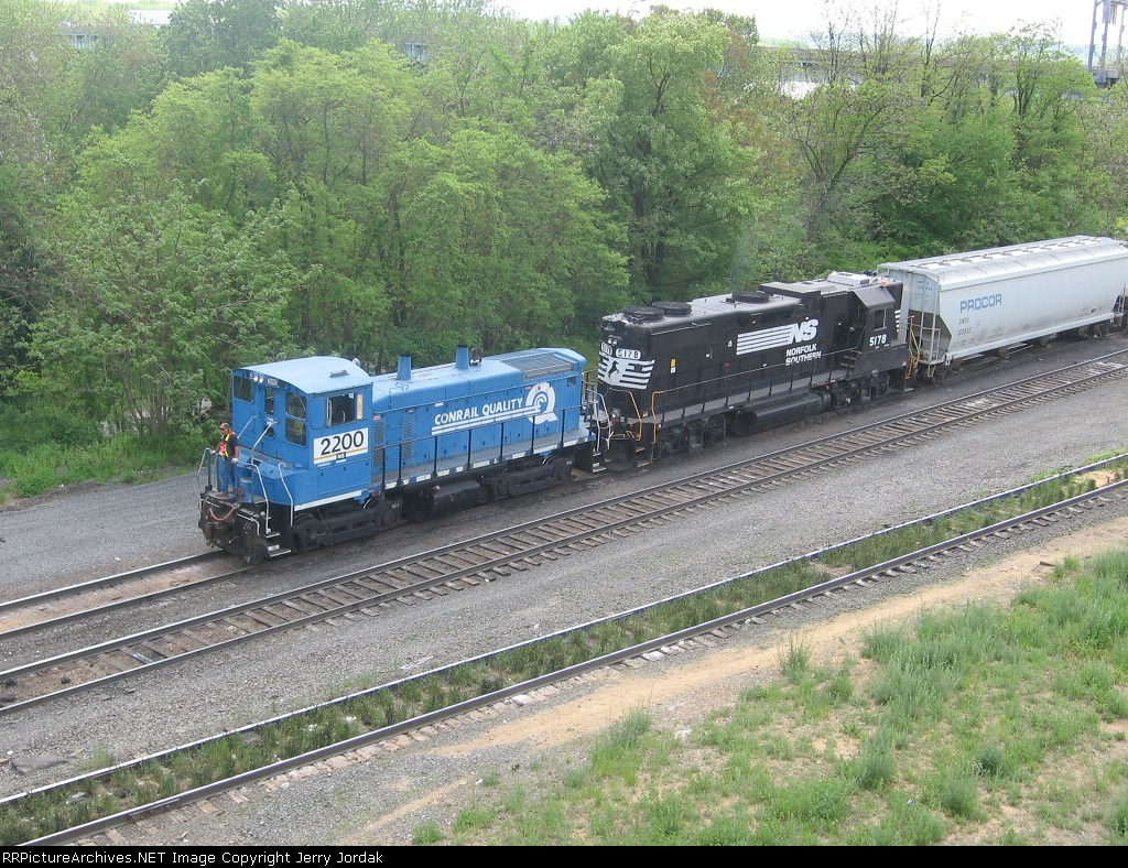 NS 2200 switching north end of Enola Yard