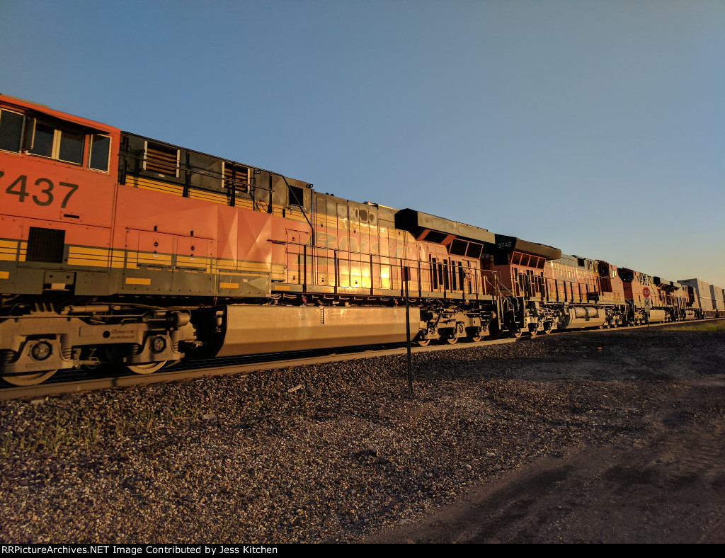 BNSF 7437
