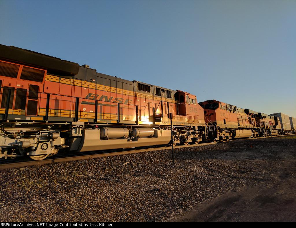 BNSF 3742