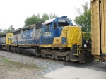 CSX 8302 with makeshift nose lettering