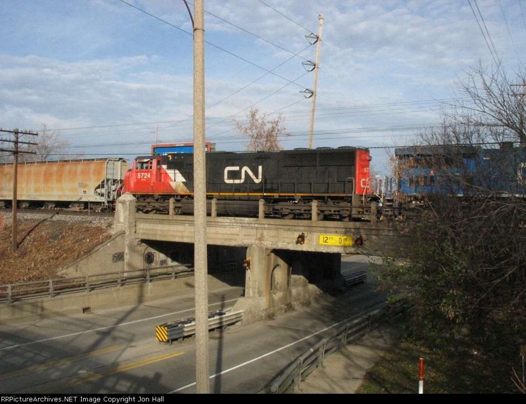 Poor shot of CN 5724