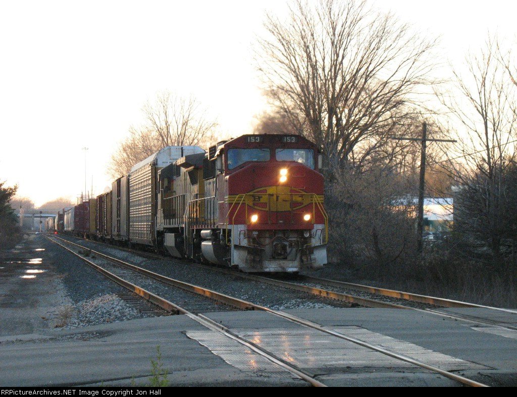 BNSF 153 & UP 9323 with Q326