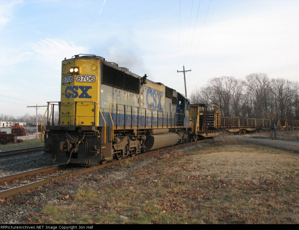 CSX 8706 leading D007 around the west leg of the wye