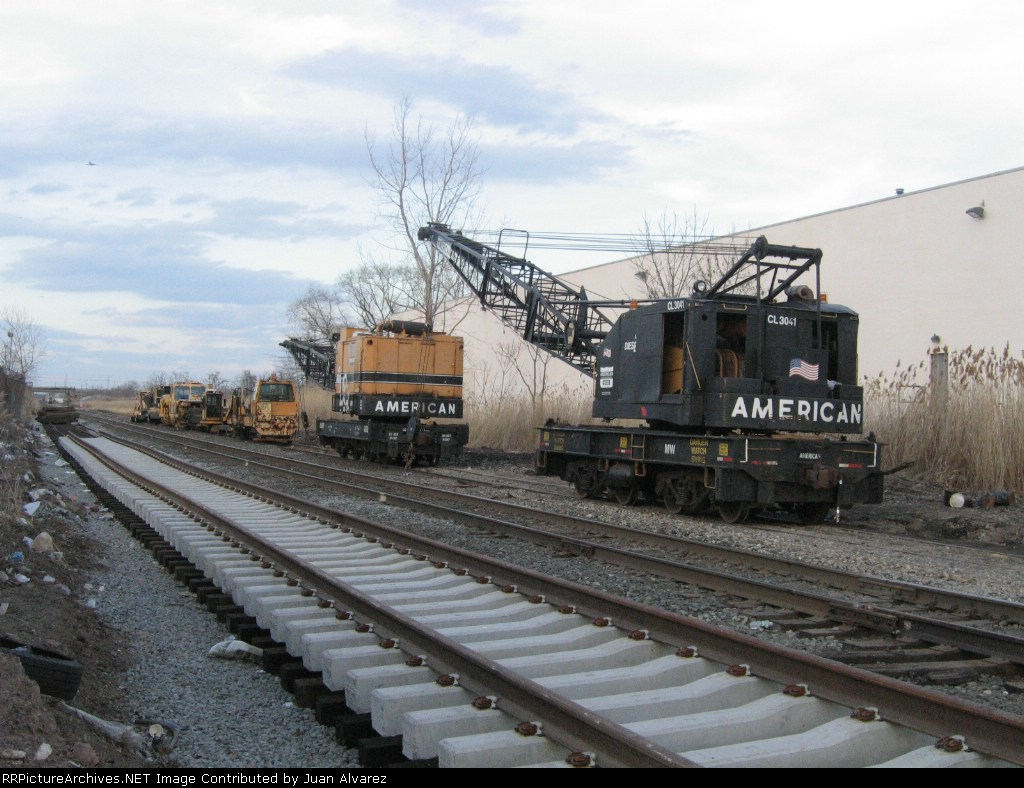AMERICAN CRANE #3041 IS WORKING HARD ON THE NEW PASCACK VALLEY SIDEING