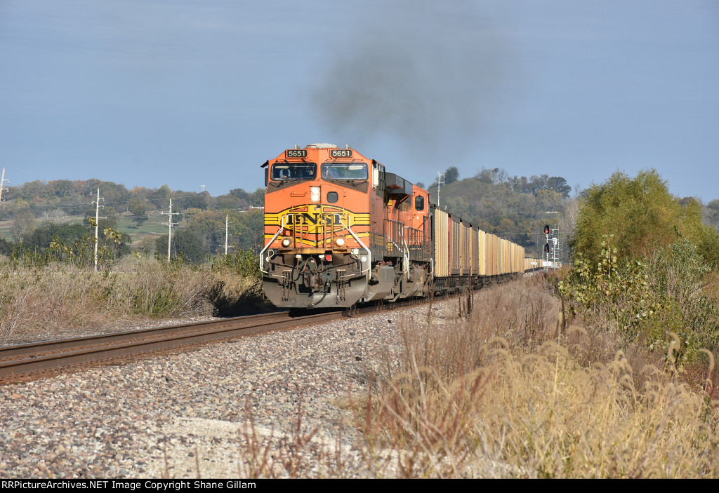 BNSF 5651 Drags coal out of the siding.