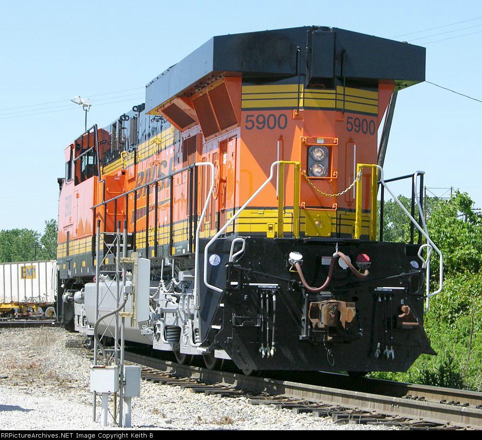 BNSF 5900