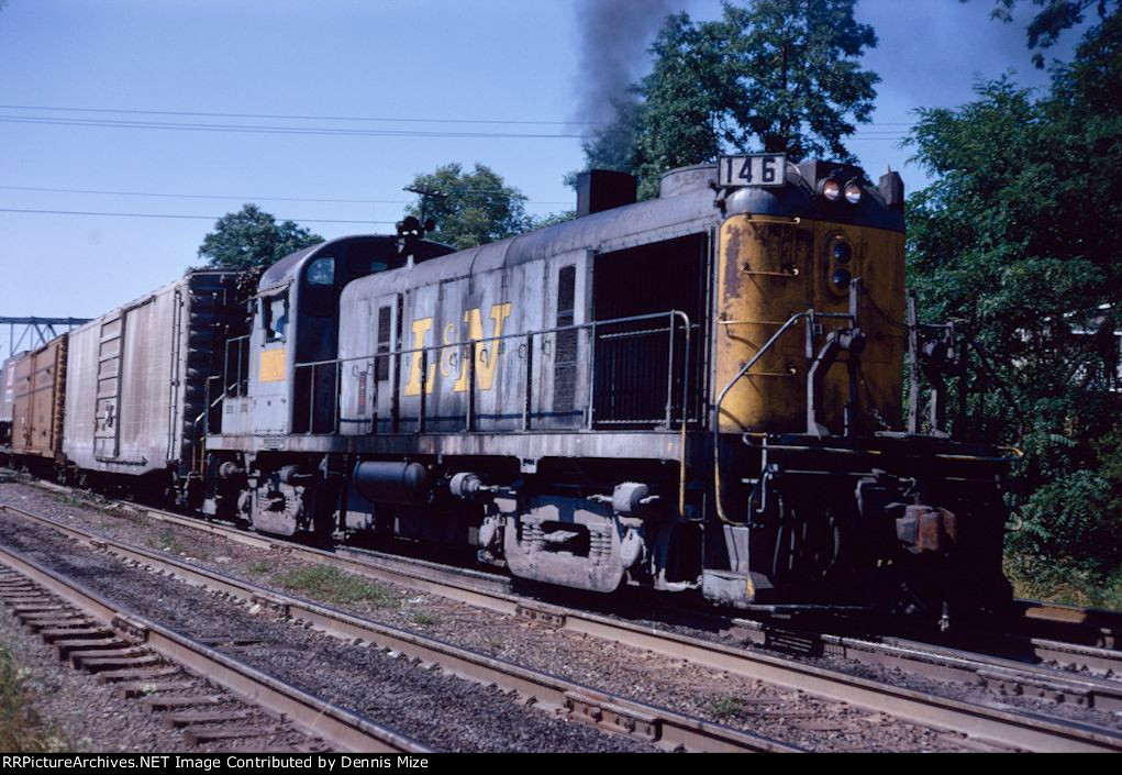 L&N RS-3 146 at Patio