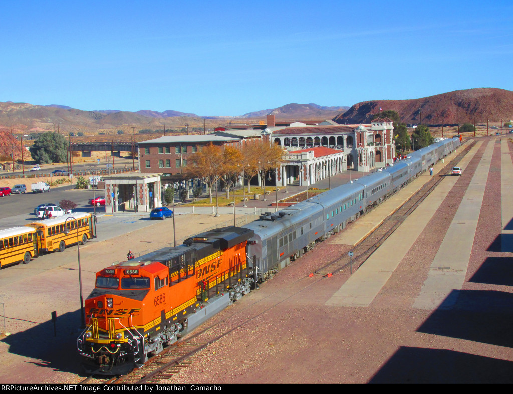 BNSF Christmas California Division visits Barstow